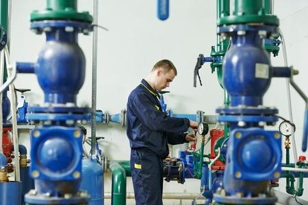 Hayes-pump-careers-worker-by-pumps-lines-31118859_s